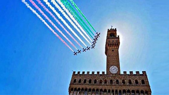 Frecce Tricolori sorvolano il centro storico