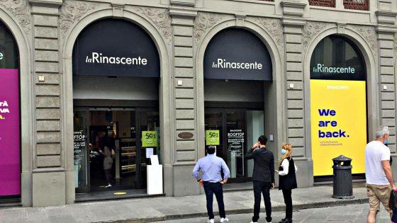 Negozi vuoti in centro a Firenze, in fila solo a grandi magazzini