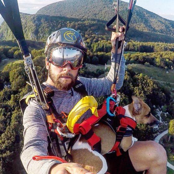 Paracadutista trovato morto sotto traliccio a Piombino, ipotesi base jumping finito male
