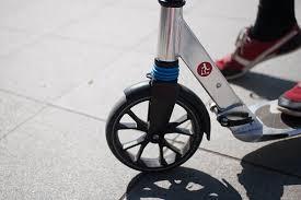 Corsie ciclabili e monopattini elettrici, un vademecum per l'uso corretto