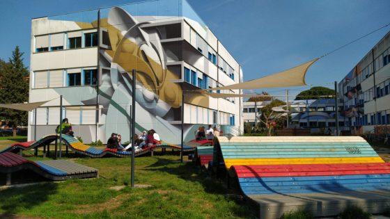 Le illusioni geometriche dello street artist Peeta colorano i muri dell'ITT Marco Polo