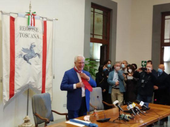 Regione Toscana: proclamato Giani, Rossi dona cravatta e campanello