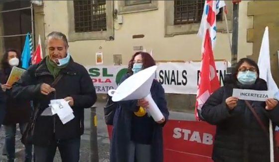 """""""Azzolina facci uscire dall'imbuto"""": il flash mob della scuola"""