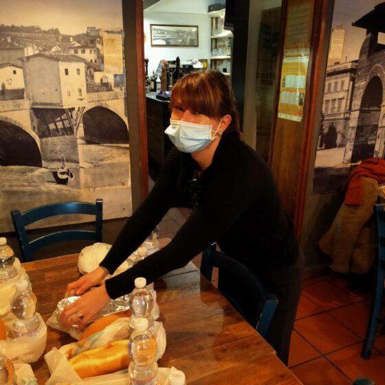 'Pranzo della solidarietà', ristorante Firenze dona 120 pasti a persone bisognose