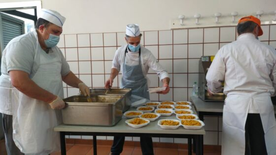 Capodanno di solidarietà: da cuochi e ristoratori Firenze pasti per la Caritas