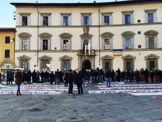 """Ristoratori in piazza Duomo, Marras """"Regione non stampa moneta. Rappresenteremo esigenze a Roma"""""""