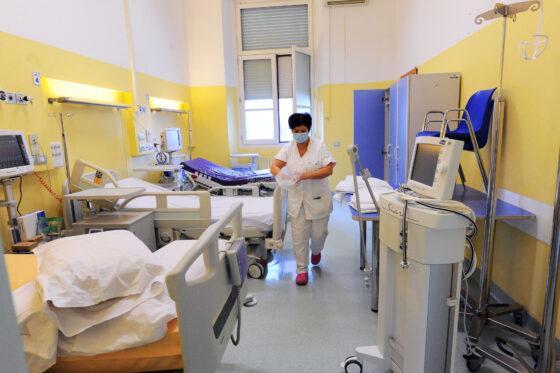Lavaggio e noleggio biancheria ospedali: sindacati, azienda nega premio di produzione e sorveglianza attiva al personale