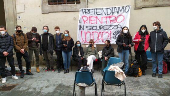 """""""La scuola è stata messa all'ultimo posto"""", protesta Firenze e altre città Toscana per scuole superiori"""