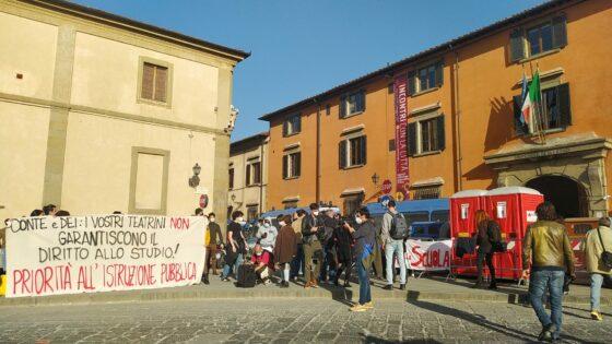 Conte torna all'Università, protesta collettivo studentesco