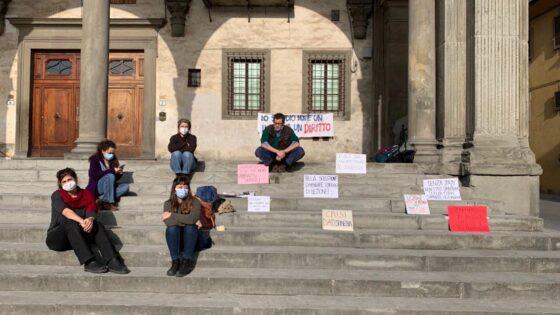 Studenti in Crisi DADstinenza in piazza con Pc