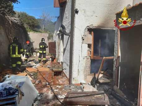 Esplosione in palazzina a Portoferraio, uomo ferito
