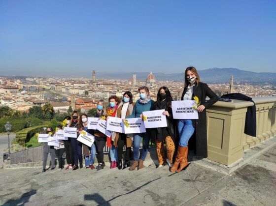 Flash mob delle artigiane fiorentine al piazzale Michelangelo