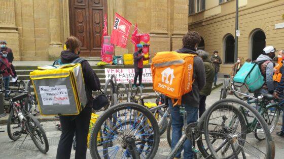 """No delivery day: biciclettata di protesta dei rider, """"Vogliamo diritti e dignità lavoro"""""""