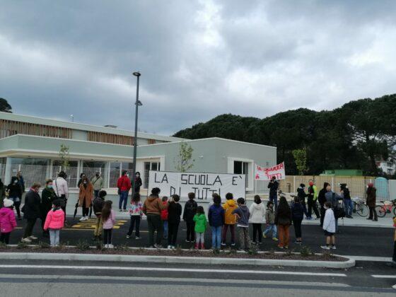 """🎧 """"Chiediamo continuità scolastica per i nostri figli"""", presidio genitori Crespina Lorenzana"""
