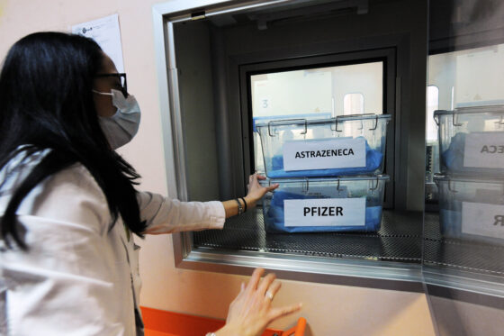 "Astrazeneca: Giani ""Stop portale 70-79enni, mancano dosi"""