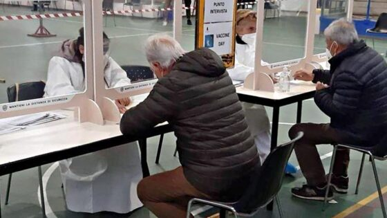Hub vaccinali in Toscana, destinati agli ultraottantenni