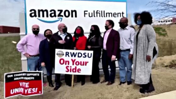 Lavoratori di Amazon USA votano contro il sindacato, ma non è finita