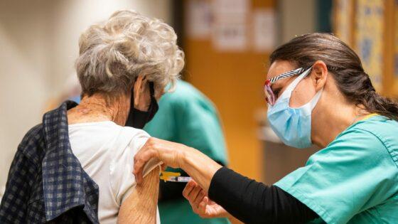 Toscana, vaccini: Terza dose per 50mila ultrafragili dal 20 settembre