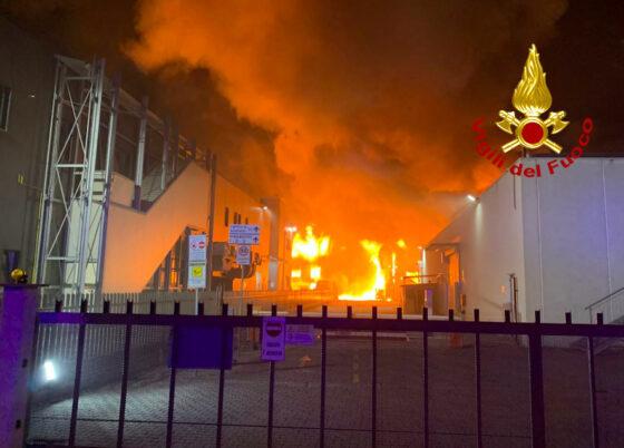 Incendio Bucine: stabilimento Valentino in fiamme, video testimonianza