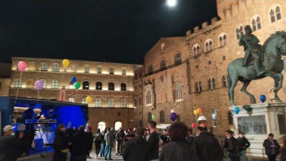 'Scoprifuoco' in piazza Signoria dopo le 22, identificazioni per multe