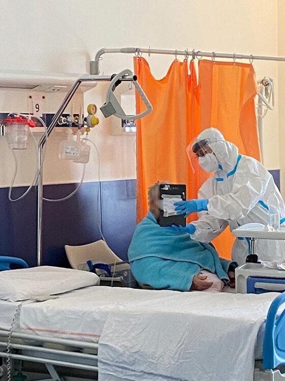 🎧 Videochiamate in reparti Covid: un aiuto per pazienti, famiglie e infermieri