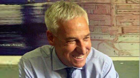 'No vax' attaccano il profilo Facebook del sindaco di Viareggio
