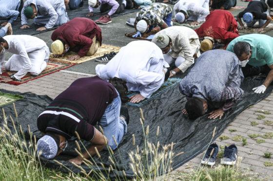 Firenze: festività Islam alle Casine e al Mandela, preghiera del venerdì alla palestra Valenti