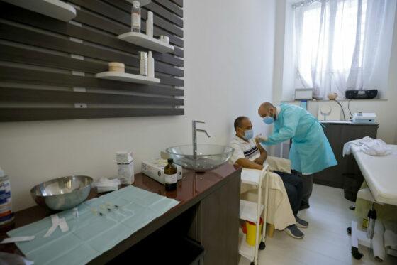 Arezzo: 6 soluzioni fisiologiche somministrata al posto del vaccino