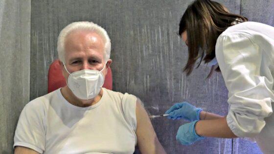 """🎧 Giani fa il vaccino al Mandela Forum: """"Provo sensazione d'orgoglio"""""""