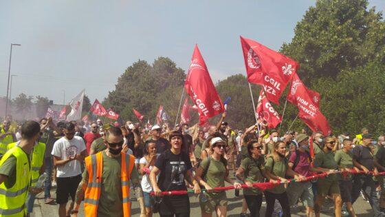 Gkn: in 5mila sfilano a Campi, un fiume sociale in piena