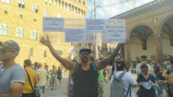 No Green pass: in piazza ogni sabato ad oltranza anche a Firenze