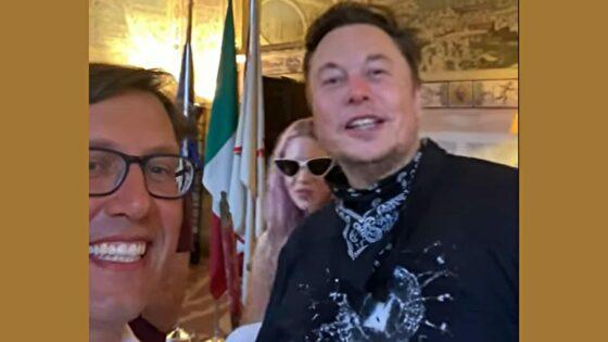 """Elon Musk a Palazzo Vecchio: """"Visitate Firenze!"""""""