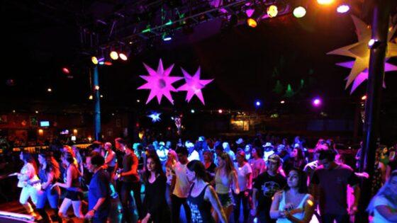 Mille persone a ballare senza controlli Green pass