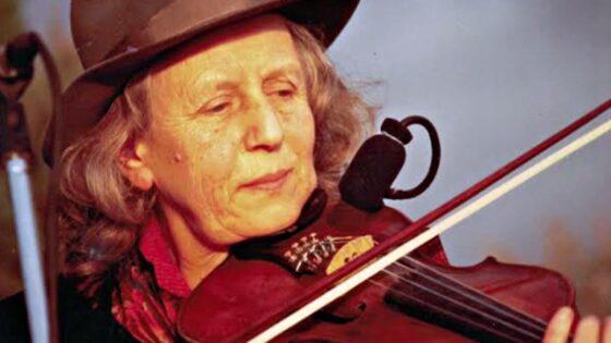 Giulia Lorimer, morta la notte scorsa la voce e violino dei Whisky Trail