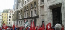 FIRENZE: GRUPPO DI METALMECCANICI FIOM-FIM-UILM IN PROTESTA