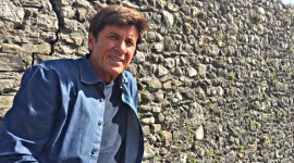 GIANNI MORANDI ATTACCATO SU FACEBOOK PER UN POST SUI MIGRANTI