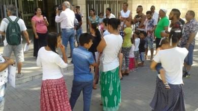 VIAREGGIO. PROTESTA SOTTO COMUNE CONTRO CHIUSURA CAMPO