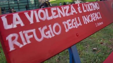 IN TOSCANA ARRIVANO LE PANCHINE ROSSE CONTRO LA VIOLENZA