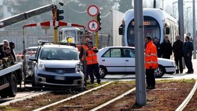 SCANDICCI (FI): INCIDENTE AUTO-TRAMVIA, FERITA 34ENNE