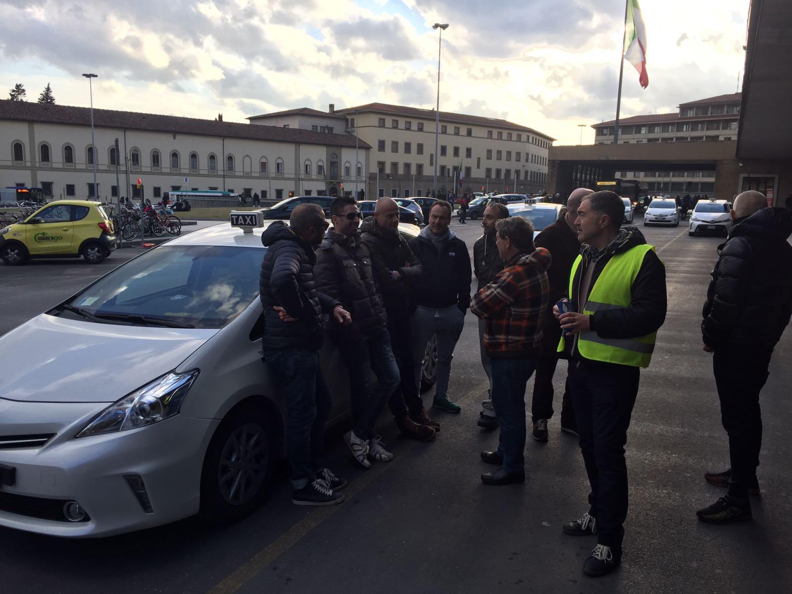 Vietata piazza Campidoglio ai militanti 5 Stelle che contestano Raggi